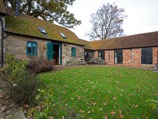 Bright 2 bedroom Barn in Heathfield with Internet Access - Heathfield vacation rentals