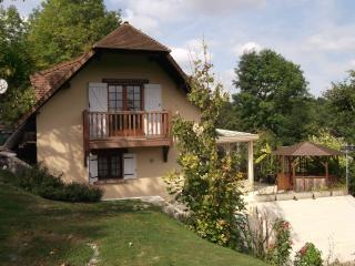 Cozy 2 bedroom Pacy-sur-Eure Cottage with Satellite Or Cable TV - Pacy-sur-Eure vacation rentals