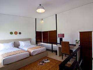 Cozy 2 bedroom Sukawati Guest house with Internet Access - Sukawati vacation rentals