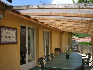 3 bedroom Gite with Parking Space in Saint-Cyprien - Saint-Cyprien vacation rentals
