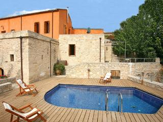 MOURIA traditional studio - Vafes vacation rentals