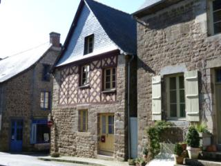 2 bedroom House with Fireplace in Plouasne - Plouasne vacation rentals