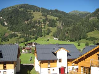 Perfect Condo with Internet Access and Dishwasher - Rauris vacation rentals