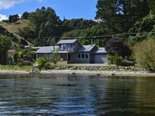 3 bedroom Lodge with Deck in Rotorua - Rotorua vacation rentals