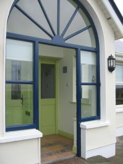 Bright 3 bedroom Enniscrone Bungalow with Dishwasher - Enniscrone vacation rentals