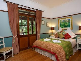 Endellion - beautiful mountain cottage. - Katoomba vacation rentals