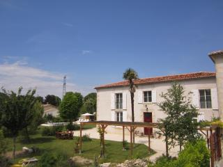 Le Cadran Solaire - Saint Jean d'Angely vacation rentals