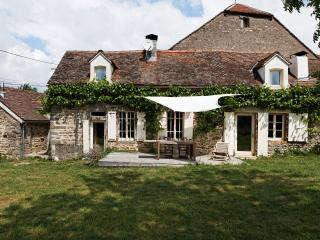 Along the A6 between Paris /  South of France - Semur-en-Auxois vacation rentals