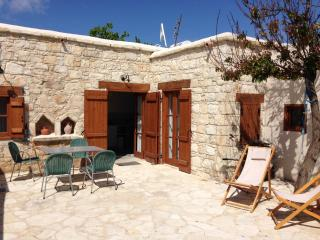 3 bedroom House with Internet Access in Kathikas - Kathikas vacation rentals