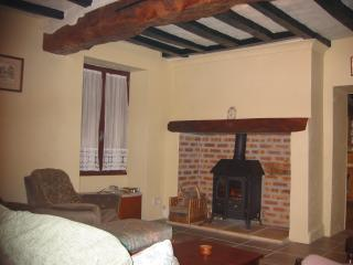 Nice Cottage with Internet Access and Wireless Internet - Doue-la-Fontaine vacation rentals