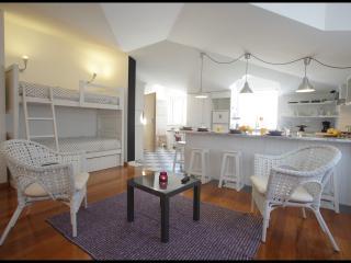 Casa do Joaquim da Praia 2nd floor - Nazaré - Nazare vacation rentals