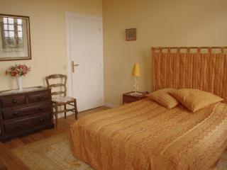 Appartement ORCHESTRE - salle de bains et W.C - Vieux-Pont-en-Auge vacation rentals