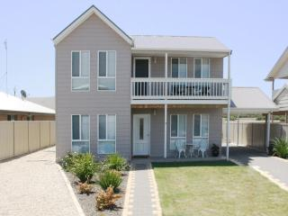 Rocks Retreat Large Family Holiday House - Victor Harbor vacation rentals