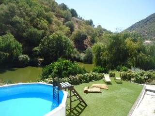 Perfect Cottage in Pinhao with Boat Available, sleeps 8 - Pinhao vacation rentals