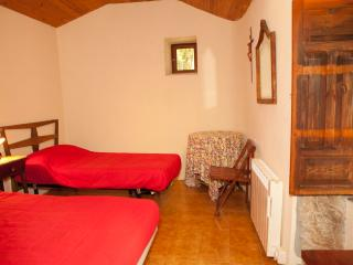 Bright 4 bedroom Lugo House with Linens Provided - Lugo vacation rentals