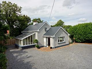 Beautiful 2 bedroom Cottage in Ballymore - Ballymore vacation rentals