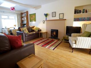 2 bedroom Cottage with Internet Access in Innerleithen - Innerleithen vacation rentals
