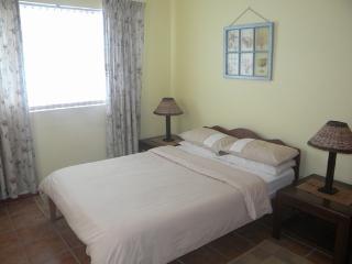 Cozy 2 bedroom Condo in Struisbaai with Washing Machine - Struisbaai vacation rentals