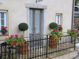 Charming Tuscan Cottage near historic Lucca - Sant'Andrea di Compito vacation rentals