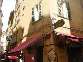 2 bedroom flat near the beach in Nice Old Town - Nice vacation rentals