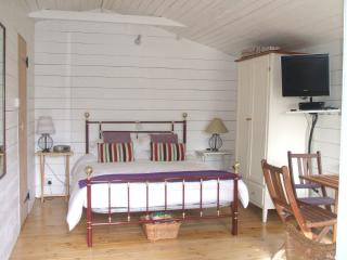 Romantic Chalet with Internet Access and Television - Shere vacation rentals