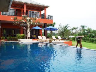 Cozy 3 bedroom House in Phetchaburi - Phetchaburi vacation rentals