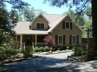 Amazing vacation rental just 3 miles from Main St. Highlands, NC. Private Mountain views. Ideal for families, with fire pit! - Highlands vacation rentals