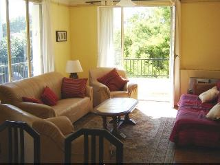 Bright 2 bedroom Perpignan Condo with Internet Access - Perpignan vacation rentals