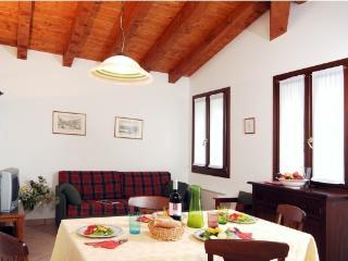Nice 2 bedroom Palazzolo dello Stella Apartment with Internet Access - Palazzolo dello Stella vacation rentals