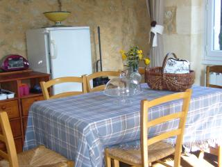 Cozy 3 bedroom Gite in Arbis with Internet Access - Arbis vacation rentals