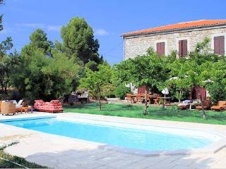 Pyrenees Farmhouse for South France holidays private pool - Rasigueres vacation rentals