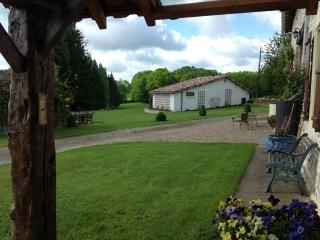 tauzac cottage. massignac charente - Massignac vacation rentals