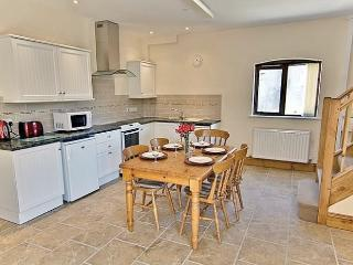 The Granary, Super Fast WiFi, indoor pool, Gym & Sauna Perfect for a family of 5 - Woolland vacation rentals