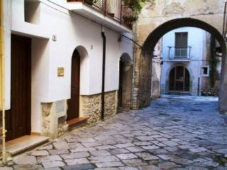 Charming 4 bedroom Bed and Breakfast in Fondi with Internet Access - Fondi vacation rentals
