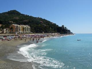 Spazioso e a 50 metri dal mare - Finale Ligure vacation rentals