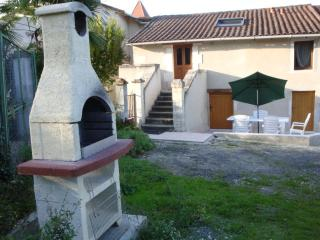 2 bedroom Gite with Television in Riberac - Riberac vacation rentals