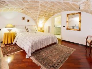Romantic 1 bedroom Lecce Condo with Dishwasher - Lecce vacation rentals
