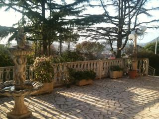 Cozy 2 bedroom Terracina Villa with Internet Access - Terracina vacation rentals