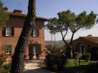 Bright Villa with Balcony and Parking - Castiglione Del Lago vacation rentals
