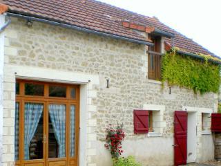Bright 3 bedroom Farmhouse Barn in Cussay - Cussay vacation rentals