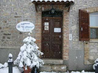 Beautiful 6 bedroom Carpineto Sinello Bed and Breakfast with Internet Access - Carpineto Sinello vacation rentals
