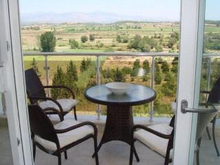 'Four Seasons E7' Luxury 3 bed apart mountain view - Side vacation rentals