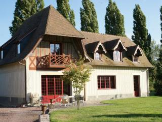 3 bedroom Gite with Television in Pont-L'Eveque - Pont-L'Eveque vacation rentals
