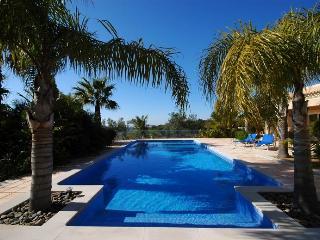 Raposeiras Luxury Villa -Big Pool, Wifi, Game Room - Bordeira vacation rentals