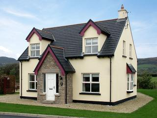 Bright 4 bedroom Cottage in Rathmullan with Parking Space - Rathmullan vacation rentals
