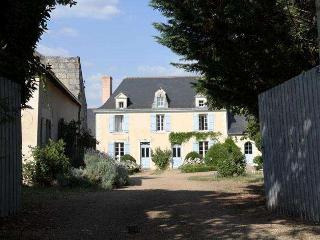 2 bedroom Gite with Internet Access in Noyant-la-Plaine - Noyant-la-Plaine vacation rentals