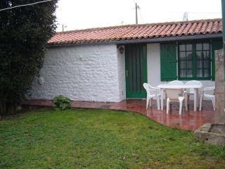 petite maison jardin clos nord ile OLERON - Saint-Denis d'Oleron vacation rentals