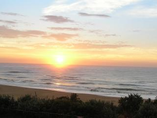 Cozy 2 bedroom Apartment in Illovo Beach with Internet Access - Illovo Beach vacation rentals