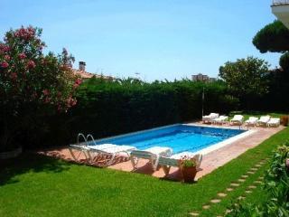 2 bedroom Condo with Garden in Sant Feliu de Guixols - Sant Feliu de Guixols vacation rentals