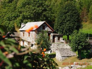 Bright 2 bedroom Cottage in Verbania - Verbania vacation rentals
